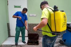 Profissionais especializados realizaram a manutenção da subestação de energia e a dedetização do prédio onde funciona o IFF Campos Centro.Fotos: Divulgação.
