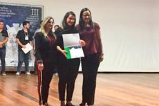 As professoras Simone Vasconcelos, Ana Paula de Castro e Gilmara Barcelos na cerimônia de premiação dos trabalhos.