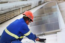 As placas de geração de energia solar foram instaladas em telhado do Bloco B do campus.