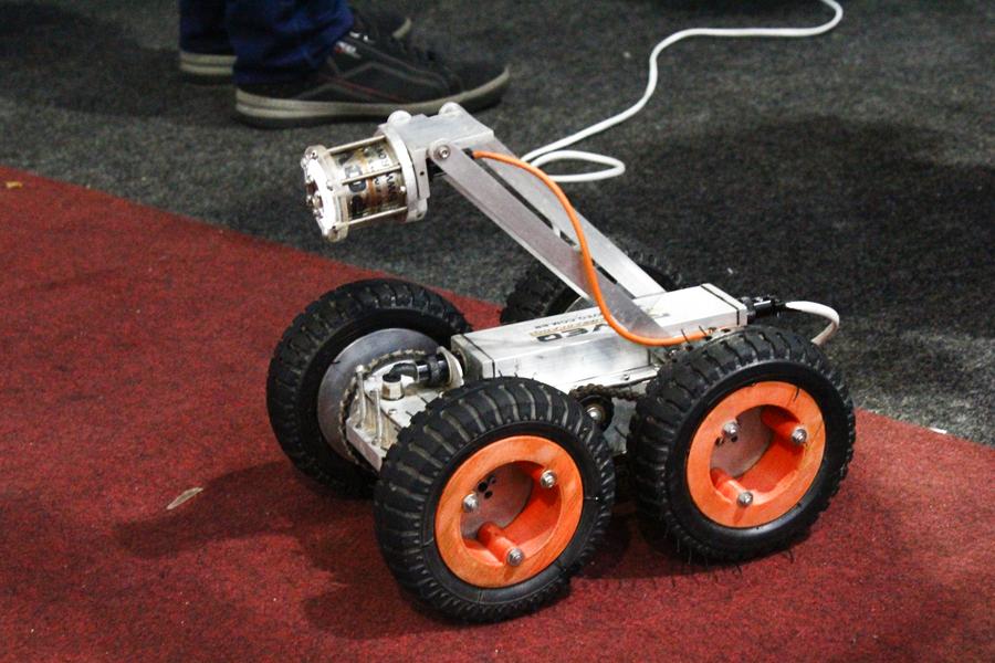 Robô foi desenvolvido no Polo de Inovação do IFF. (Fotos: Raphaella Cordeiro)