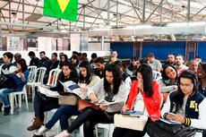 Estudantes participam de curso na CM Comandos Lineares.
