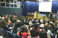 O professor Evanildo Bechara em conferência no Campus Campos Centro do IFF (Rakenny Braga/Comunicação Social)