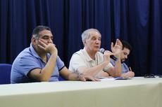 O professor Gaudêncio ao lado do professor  Ricardo Marinho (E) e do professor Pedro Luiz.