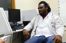 Antes da palestra o geógrafo e criador da startup Diáspora.Black concedeu entrevista à Comunicação Social (Foto: Raphaela Cordeiro)