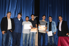 O diretor geral, Carlos Alberto, o coordenador da PIC, Alex Cabral, estudantes premiados e o coordenador regional da OBPMEP, Marcelo Correa.