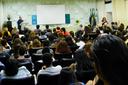 A conferência aconteceu no Auditório Miguel Ramalho e foi transmitida para outro espaço, visando atender ao grande público presente.