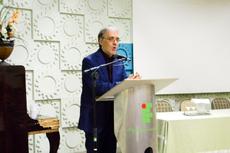 O escritor, poeta e tradutor Marco Lucchesi falou para os presentes e, em seguida, respondeu a perguntas (Fotos: Raphaella Cordeiro/Comunicação Social)