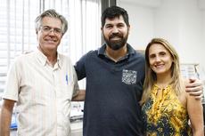 Pierre (orientador), Gedmar (finalista) e Renata (coordenadora do mestrado). Fotos: Raphaella Cordeiro