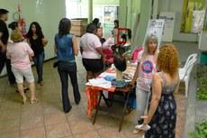 A confecção de perucas, com doação solidária de cabelos, é uma das atividades desenvolvidas pela Associação Amigas Guerreiras.