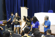 Estudante do campus em depoimento para os novos colegas (Divulgação).