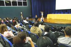 No encontro, responsáveis por estudantes fizeram perguntas e apresentaram sugestões.