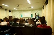 O diretor de Pesquisa e Extensão, Jonivan Coutinho, ministrou palestra para os estudantes (Foto: Núcleo de Imagens/Simone Brasileiro).