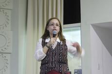 A professora Alcina Maria Braz falou sobre a importância de diálogo entre as diferentes áreas das ciências (Foto: Núcleo de Imagens do IFF/Felipe Oliveira)