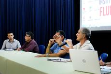 O pesquisador e pensador da educação Gaudêncio Frigotto responde a pergunta de um participante do encontro.