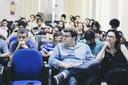 Os professores de matemática Alex Cabral, Márcia Valéria Ribeiro e a platéia atenta (Foto: Diomarcelo Pessanha/Núcleo de Imagens do IFF)