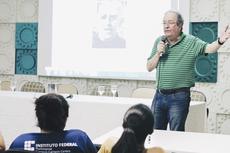 O professor Eduardo Wagner ministra palestra para estudantes e professores (Foto: Diomarcelo Pessanha/Núcleo de Imagens do IFF)
