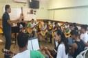 Professor Víctor Matos e alunos em ensaio para Recital // (Foto: Anna Faria / Bolsista de Comunicação Social)