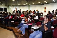 Professores assistindo à videoconferência. (Foto: Letícia Cunha)