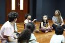 O grupo discutindo ideias para a apresentação (Letícia Cunha).