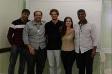 Willians, Henrique, Arthur, Maria Alice e Vicente (da esquerda para a direita), após a defesa do TCC.