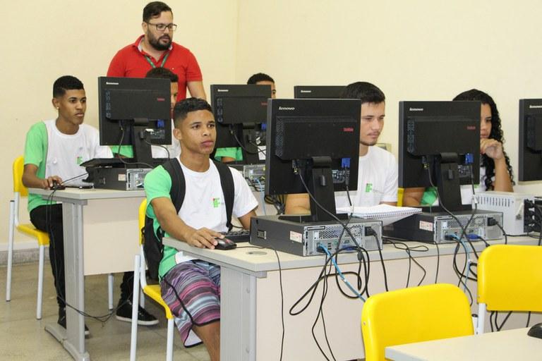 Cursos do EJA FIC atendem alunos da Rede Municipal