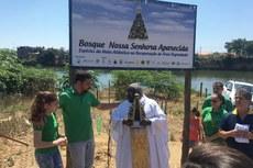 Cleber Fiuza e o Padre Márcio durante inauguração do bosque