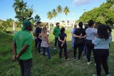 Projeto Capivara e estudantes realizam etapa de pré-plantio, no Asilo do Carmo