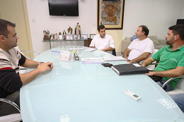 Representantes do Projeto Capivara se reúnem com prefeito de Campos