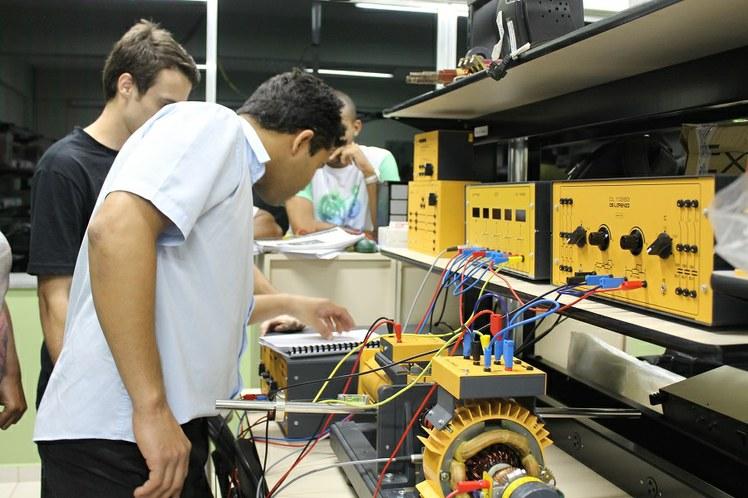 Laboratório de Eletrotécnica no IFFluminense Itaperuna