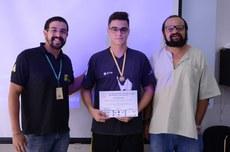 O aluno Rodrigo recebeu a medalha de ouro na Olimpíada Brasileira de Astronomia