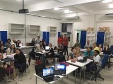 Aula do curso de pós-graduação no Laboratório de Práticas de Gestão