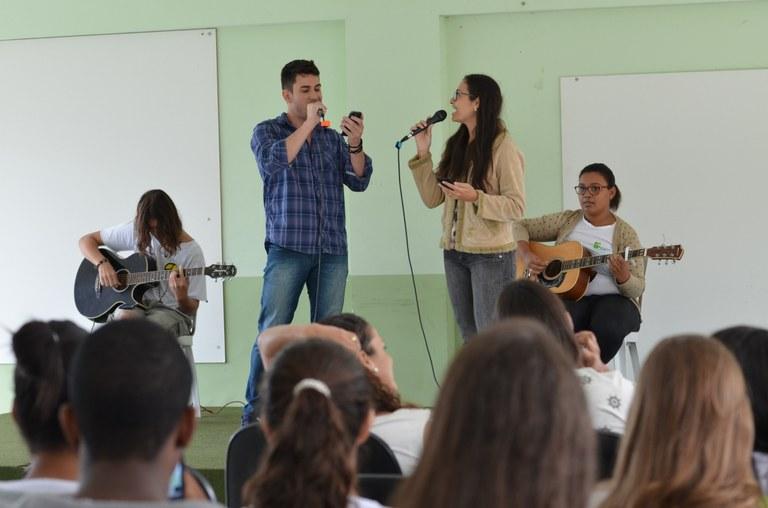 Apresentação musical no campus Itaperuna