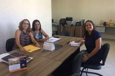 Na foto, da esquerda para a direita, a diretora acadêmica Tais, ao lado da presidente da Funita, Soraya, e a diretora-geral do Campus Itaperuna, Michelle Neto