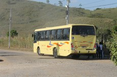 O transporte gratuito é feito pelos ônibus da Viação Santa Lucia