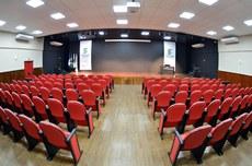 O cineteatro tem capacidade para 134 espectadores