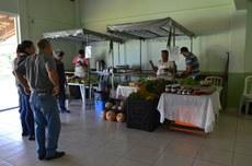 Venda de produtos de agricultores da região durante o Dia do Alimento Orgânico no Campus Itaperuna