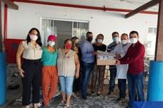 Entrega das máscaras no asilo de Itaperuna