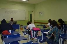 O exame será aplicado na sala B-12, na quinta-feira, às 18h30min
