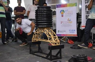 Final do concurso de pontes de palito durante a 6ª Semana Acadêmica do IFF Itaperuna