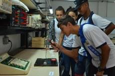 Visita guiada a laboratório durante a 6ª Semana Acadêmica do IFF Itaperuna