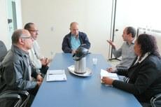 Diretores estiveram reunidos com equipe da Agência de Trabalho de Macaé no gabinete da direção.