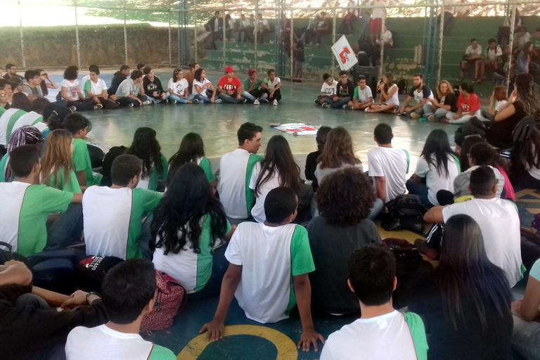 Foto do debate sobre ocupação da escola