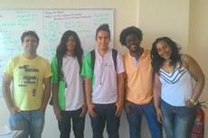 Professor Milto, estudantes Victor e Caio, professor da UFRJ, Rubem, e a pedagoga, Rafaela.