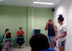 Milena Schuab, do segundo ano do curso Técnico em Meio Ambiente participa das aulas.