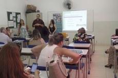 Comissão Local do Processo Seletivo durante reunião com profissionais da área de educação
