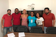 Formandas com a diretora Regiane Costa e professores do campus