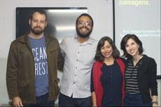 Da esquerda para a direita: Thiago, Mendel, Thaís e a professora de geografia e colaboradora do projeto, Tassia Gabriele Balbi, no primeiro encontro do curso.