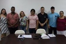 Equipe do IFFluminense/Polo de Inovação, Fundação Pró-IFF e Agroindústria Guarujá comemoram a celebração do contrato.