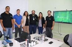 Equipe do Polo recebe visita de diretora do IFRJ. Da esquerda para a direita: Pablo, Rogério, Luciana, Henrique, Evelyn e Rodrigo.