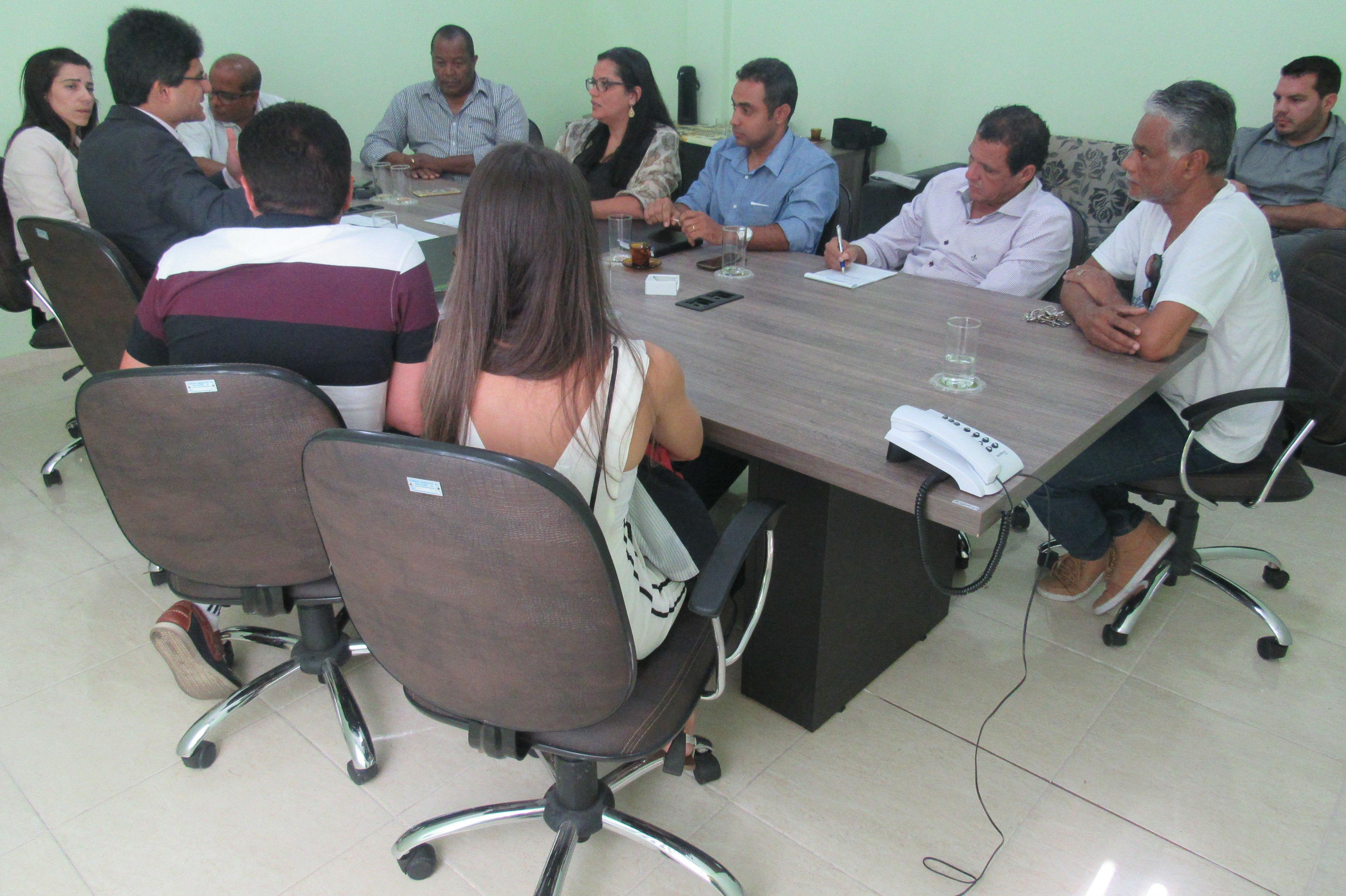 Vereadores recebem reitor do IFF na Câmara Municipal de Quissamã